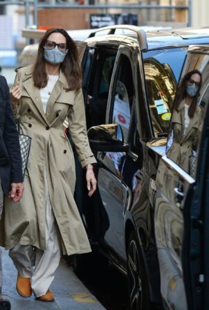Angelina Jolie - Spotted in Paris