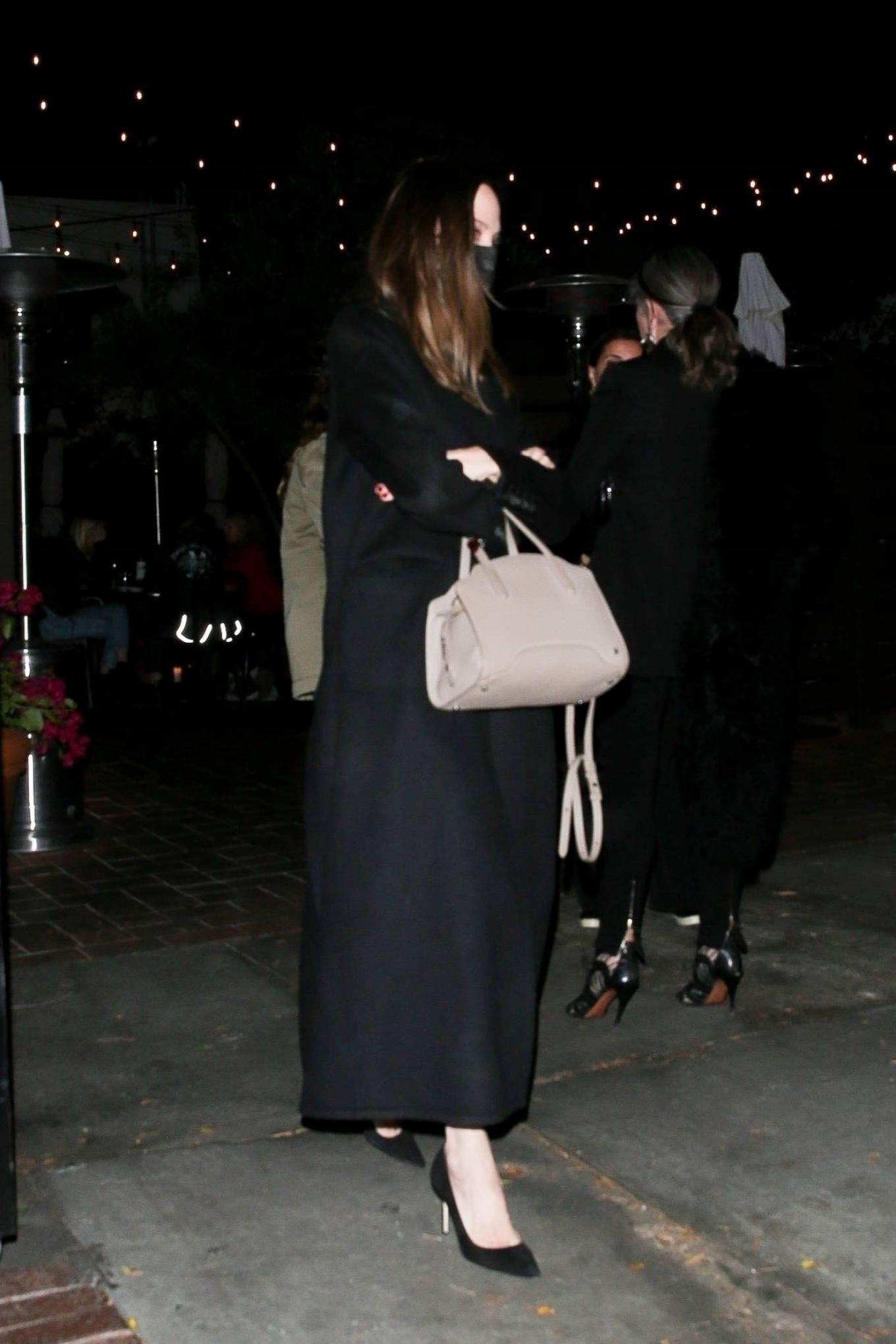 Angelina Jolie 2021 : Angelina Jolie – Steps out with her Ex-husband Jonny Lee Miller for a dinner in Beverly Hills-02