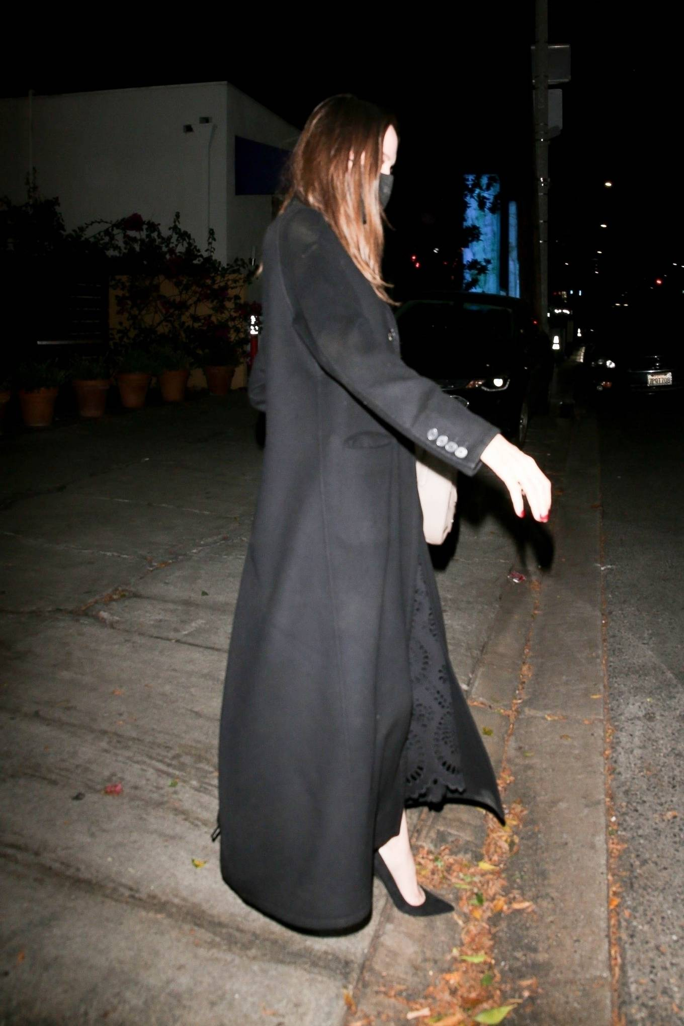 Angelina Jolie 2021 : Angelina Jolie – Steps out with her Ex-husband Jonny Lee Miller for a dinner in Beverly Hills-08