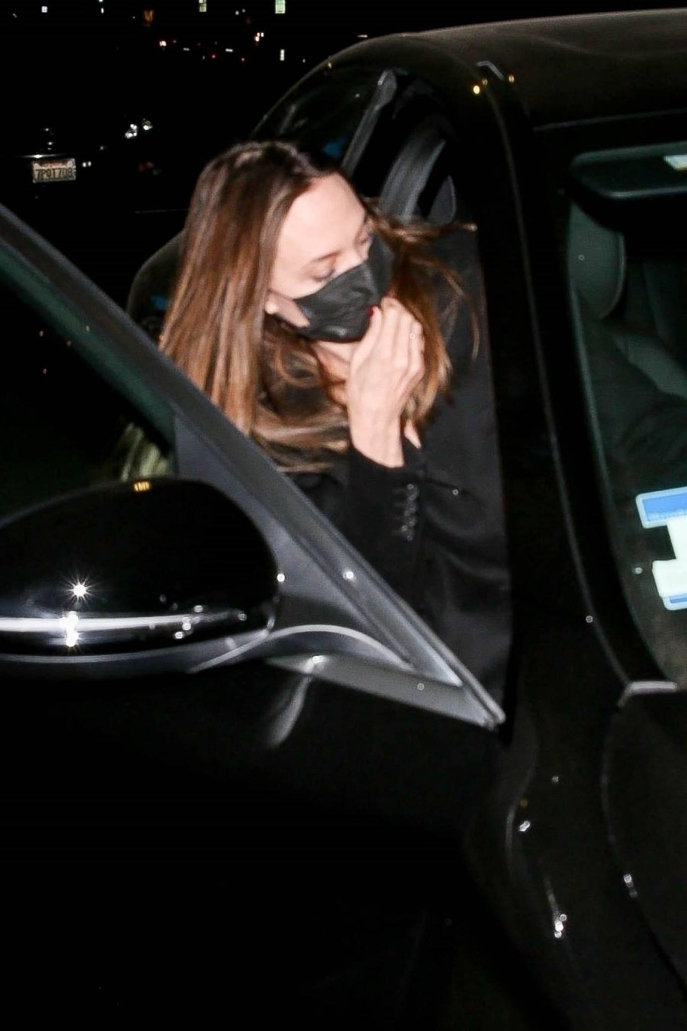 Angelina Jolie 2021 : Angelina Jolie – Steps out with her Ex-husband Jonny Lee Miller for a dinner in Beverly Hills-12