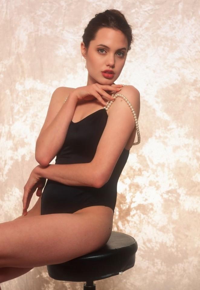 Angelina jolie in lara croft tomb raider - 4 6
