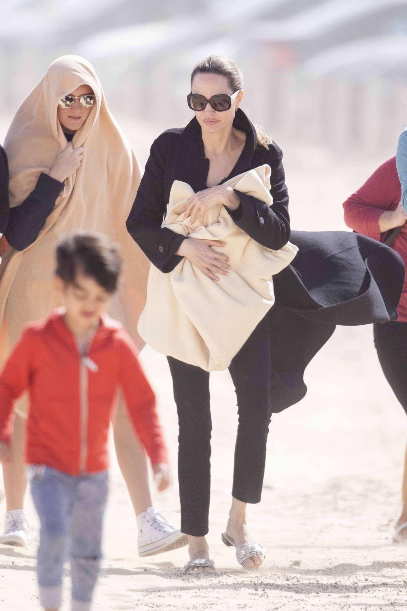 Angelina Jolie 2019 : Angelina Jolie – Take a break from filming on the beach in Fuerteventura-01