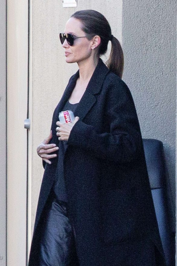 Angelina Jolie - Besøger en filmstudiobygning i Universal City