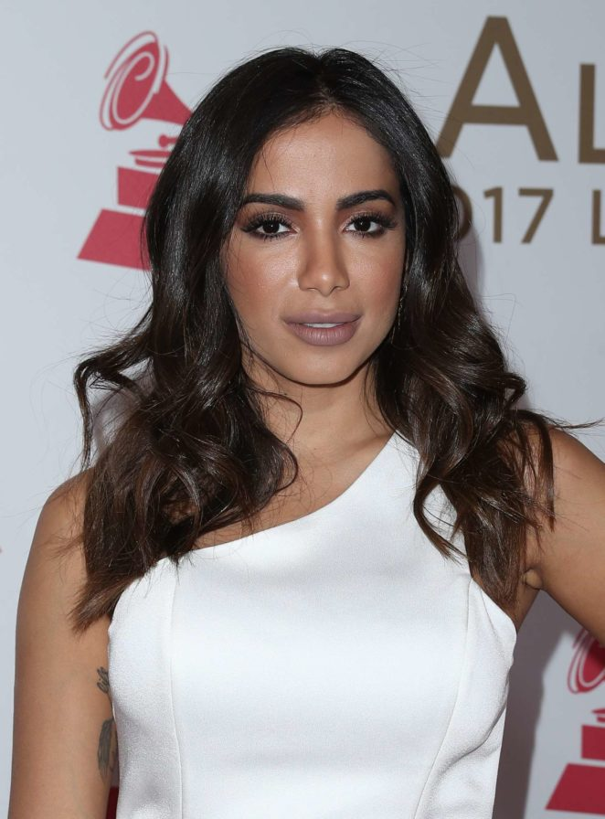¿Cuánto mide Anitta? - Real height Anitta:-2017-Person-of-the-Year-Gala-honoring-Alejandro-Sanz--08-662x896