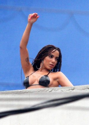 0040ef3c9c88d Anitta in Bikini shooting a new music video in the favelas of Rio de Janeiro