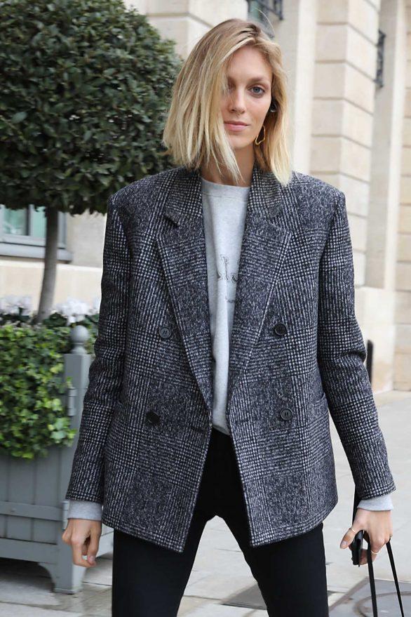 Anja Rubik - Arriving at hotel Ritz in Paris