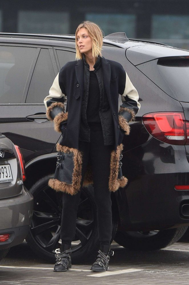 Anja Rubik at the airport in Warsaw