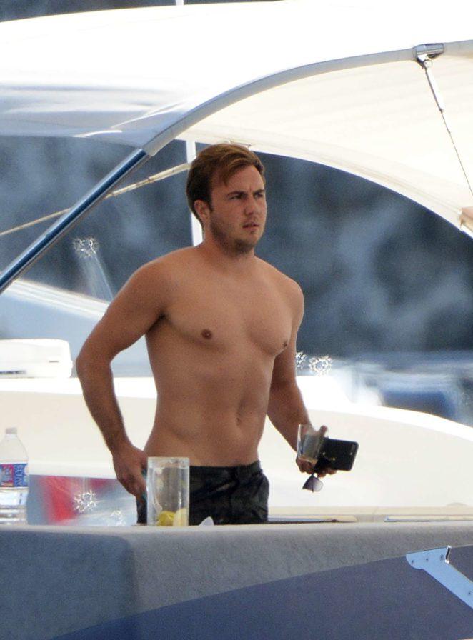 Ann-Kathrin Brommel: Hot in a bikini while on a yacht in Mallorca-35