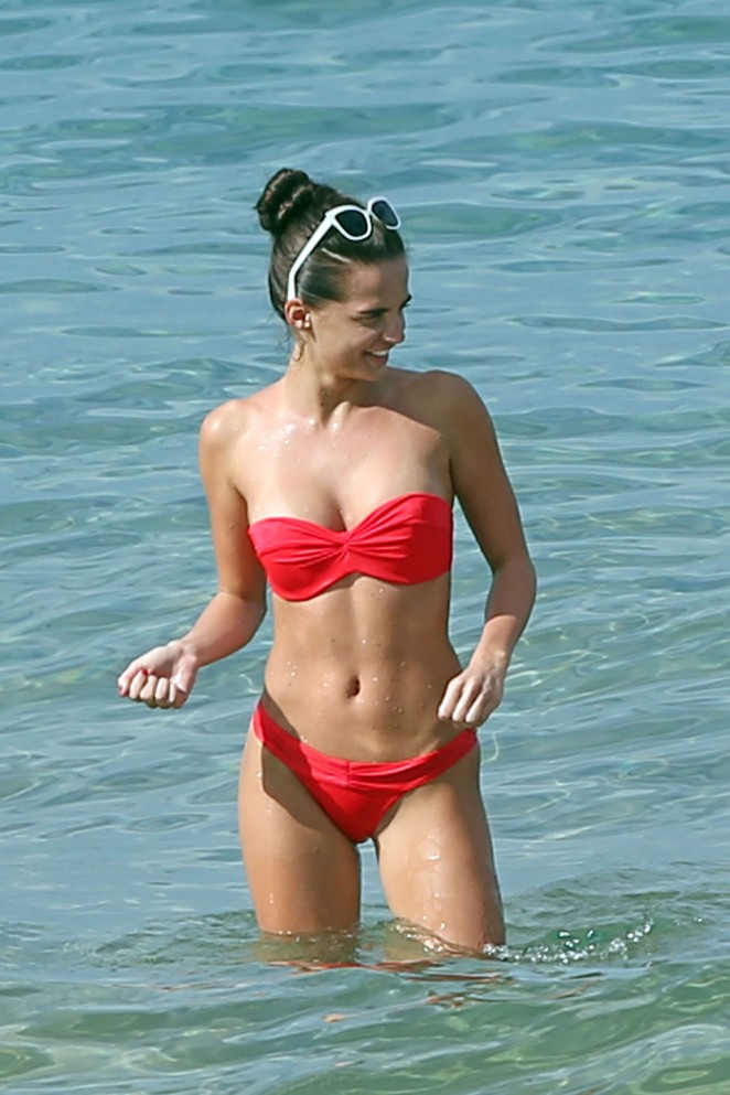 Anna Andres - Bikini Candids while on Holiday in Maui - Hawaii