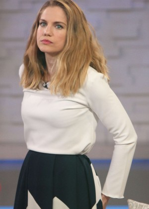 Anna Chlumsky - 'Good Morning America' in NYC