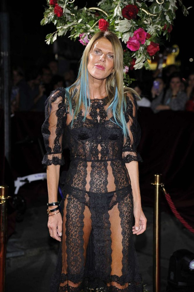 Anna Dello Russo – Dolce and Gabbana Show 2017 at Milan Fashion Week in Italy