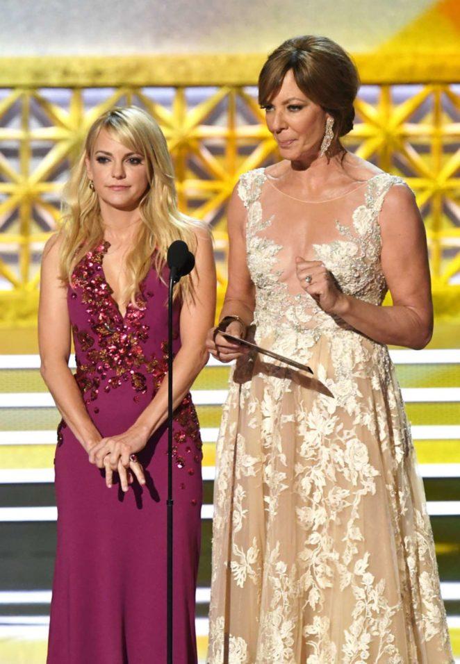Anna Faris - 2017 Primetime Emmy Awards in Los Angeles