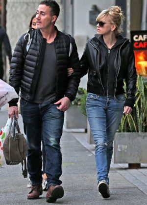 Anna Faris and Michael Barrett - Christmas shopping in Los Angeles