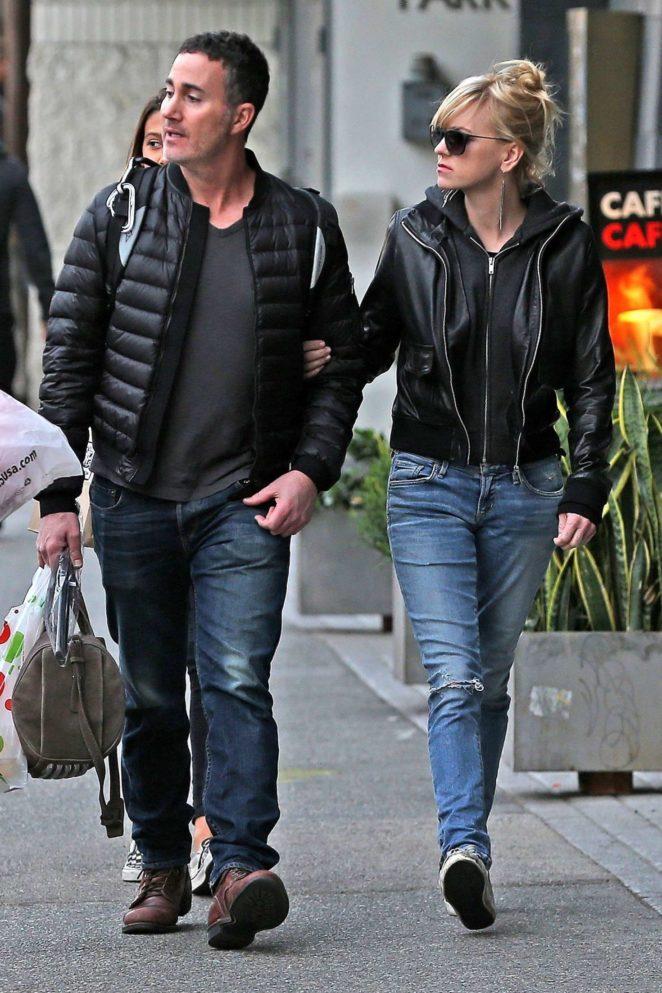 Anna Faris and Michael Barrett - Christmas shopping in Los Angeles