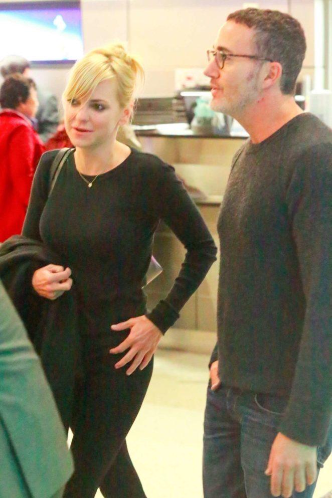 Anna Faris and Michael Barrett - LAX Airport in LA