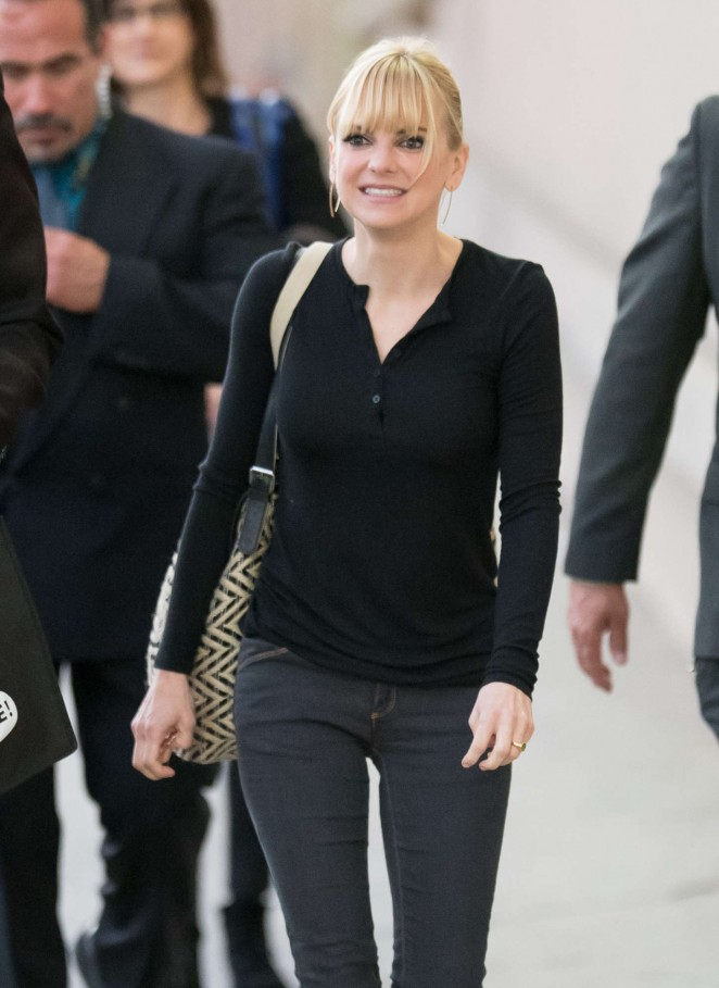 Anna Faris - Arriving at 'Jimmy Kimmel Live' in Hollywood