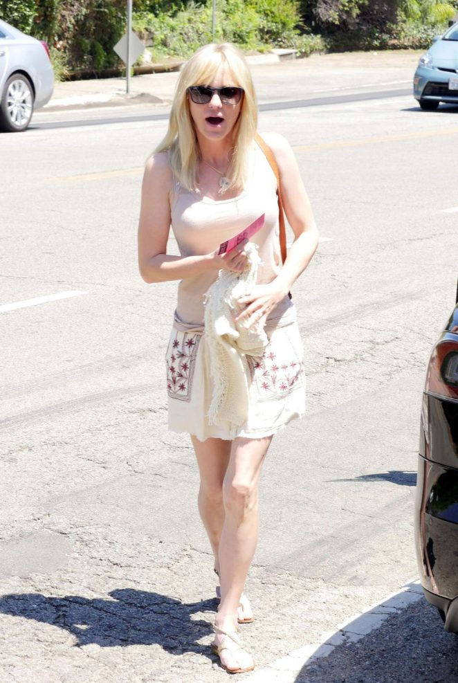 Anna Faris – Arriving to The in Style Gifting Suite in Brentwood