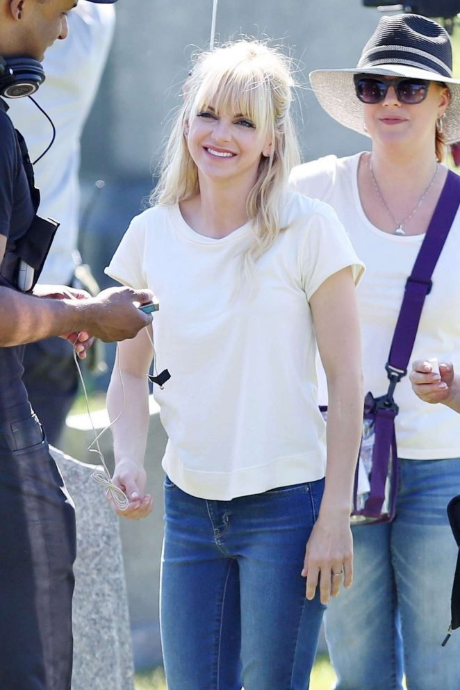 Anna Faris Filming 'Overboard' set in Vancouver