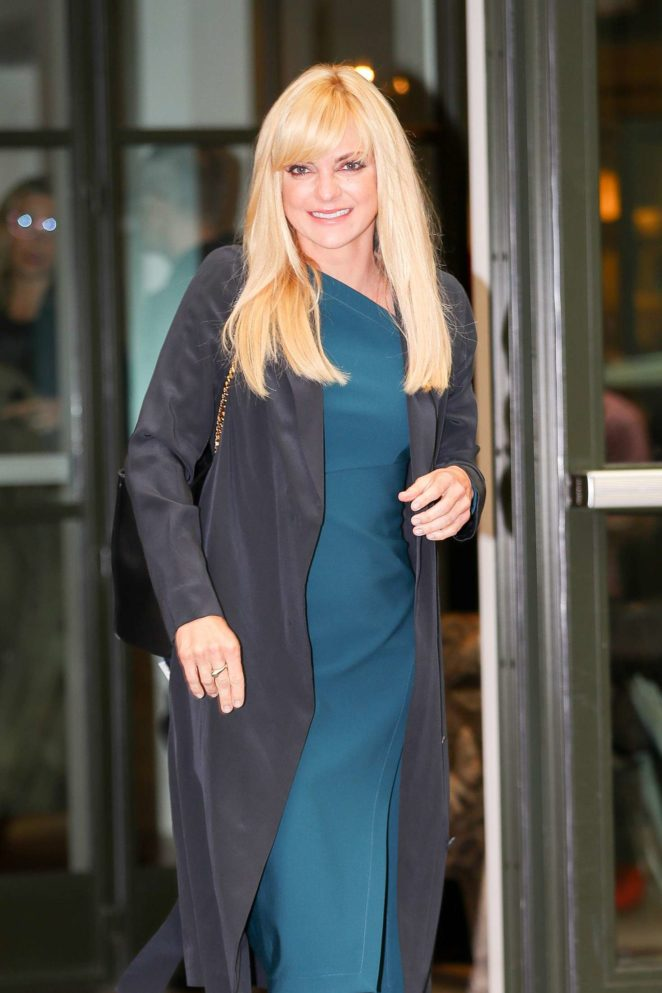 Anna Faris - Heading to the Late Night with Seth Meyers in NYC