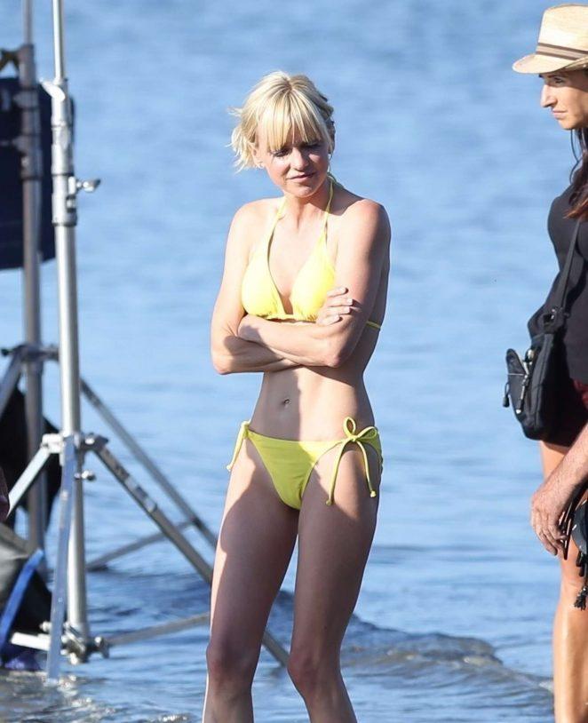 Anna farris bikini