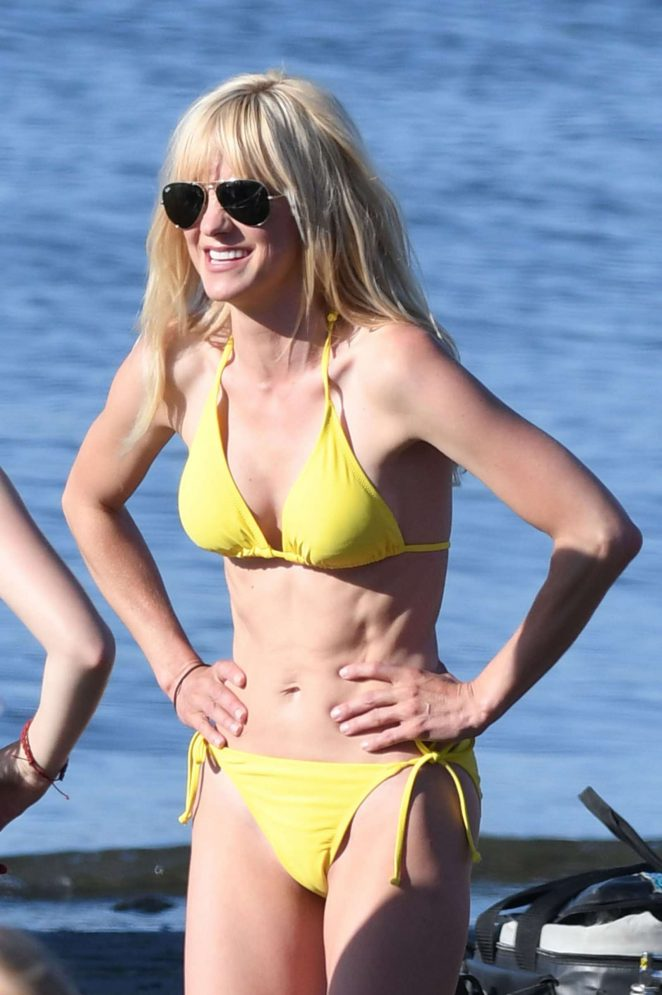Anna Faris in Yellow Bikini On the set of 'Overboard' in Vancouver