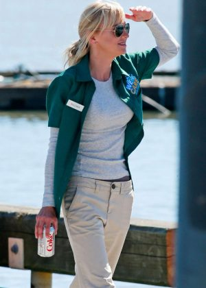 Anna Faris on the set of 'Overboard in Steveston Village