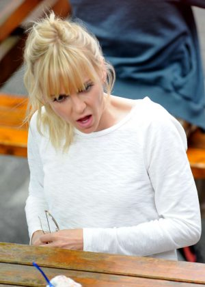Anna Faris on the set of 'Overboard' in Vancouver