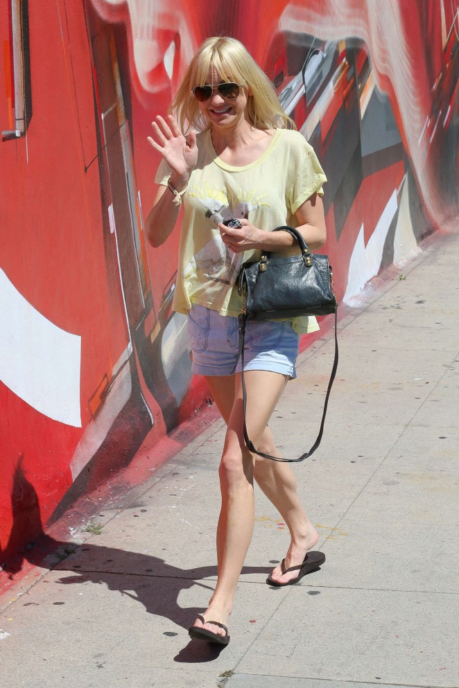 Anna Faris in Denim Shorts -03