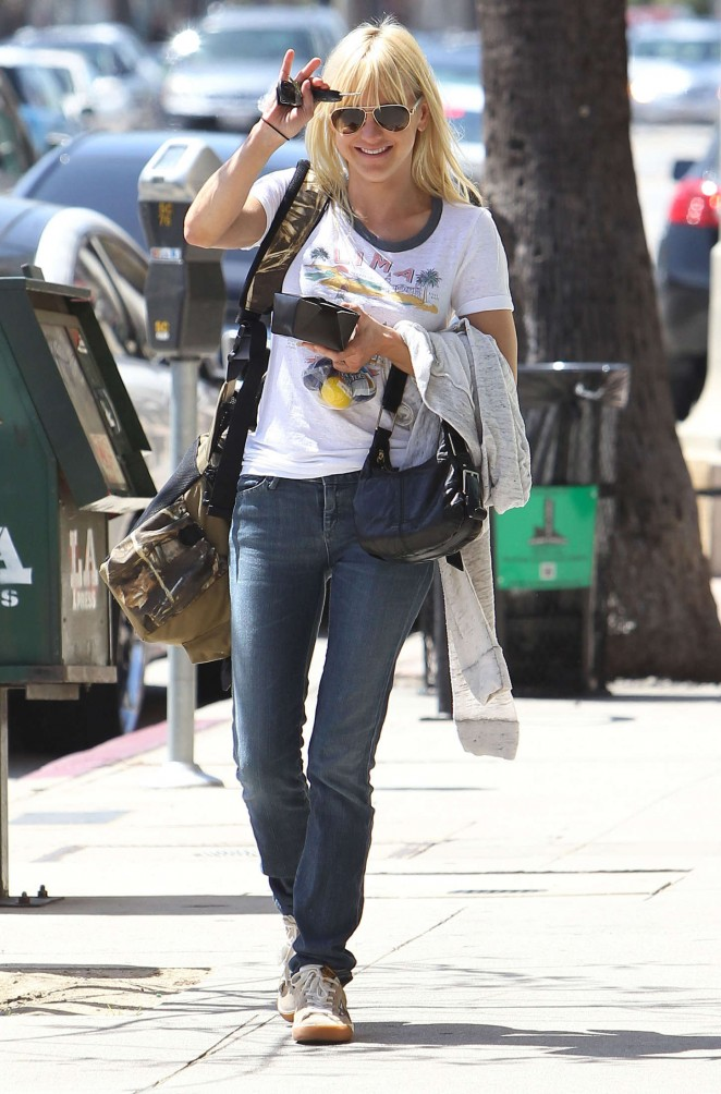 Anna Faris in Tight Jeans Out in Los Angeles