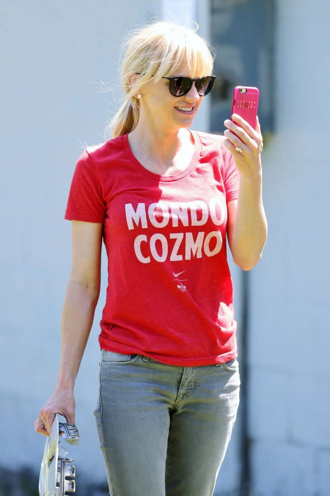 Anna Faris – Out in Vancouver