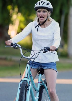 Anna Faris rides a bike for a scene in 'Overboard' in Vancouver