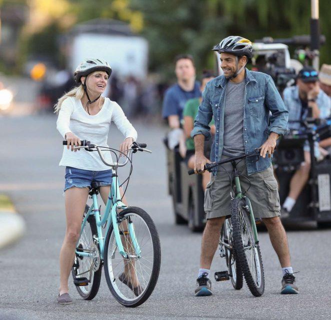 Anna Faris rides a bike for a scene in Overboard -05