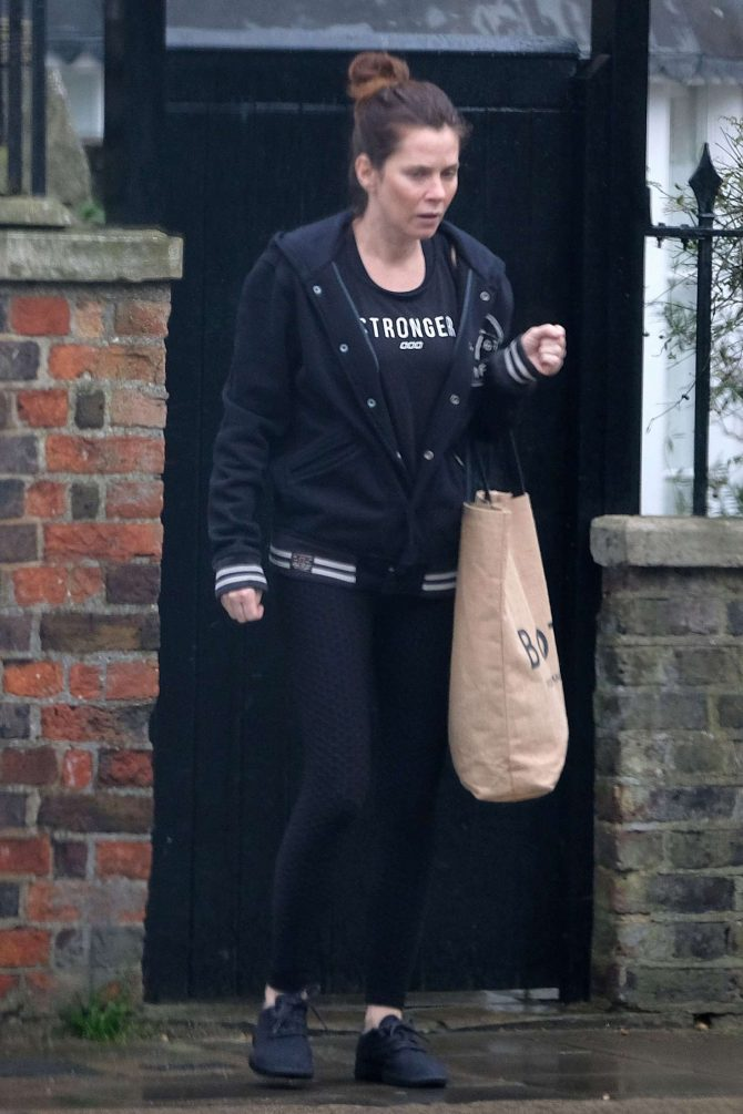 Anna Friel – Out in Windsor