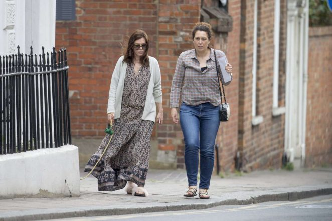 Anna Friel walks her dog in Windsor -03