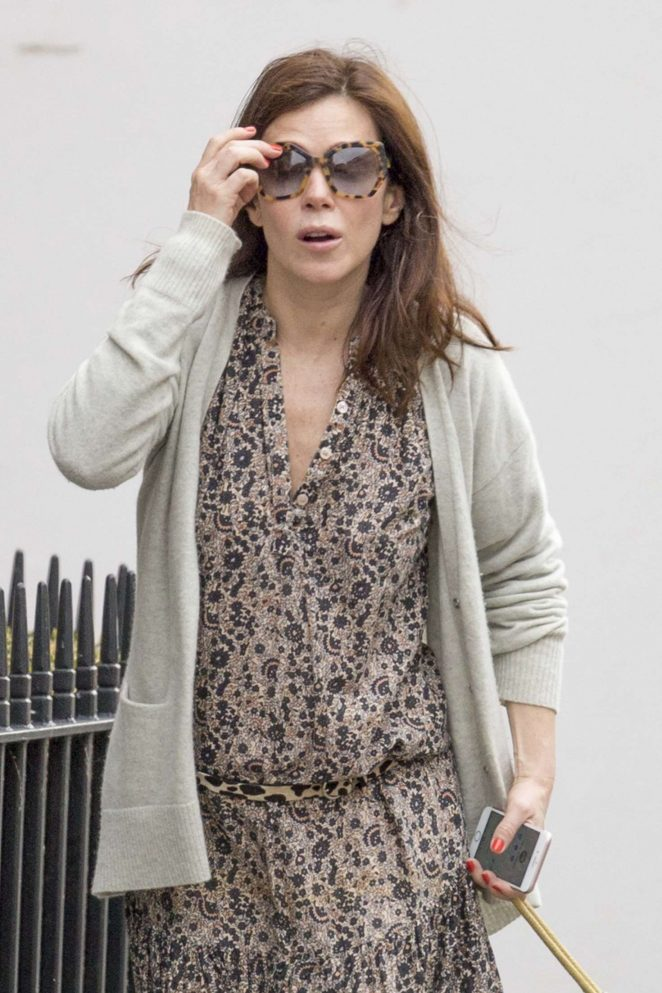 Anna Friel walks her dog in Windsor -06