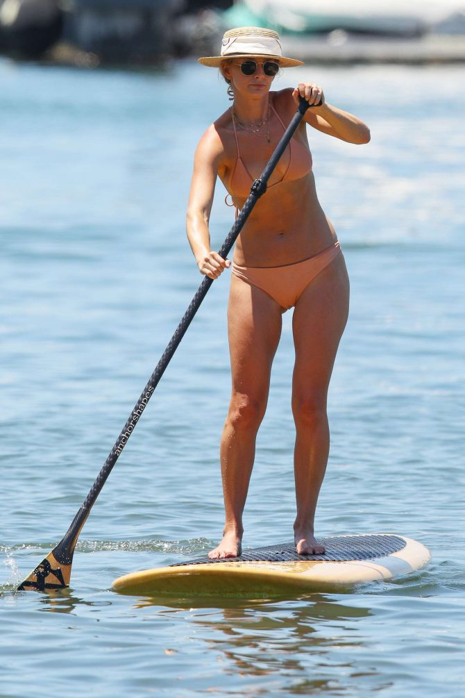 Anna Heinrich in Bikini – Paddleboarding at a Beach in Sydney