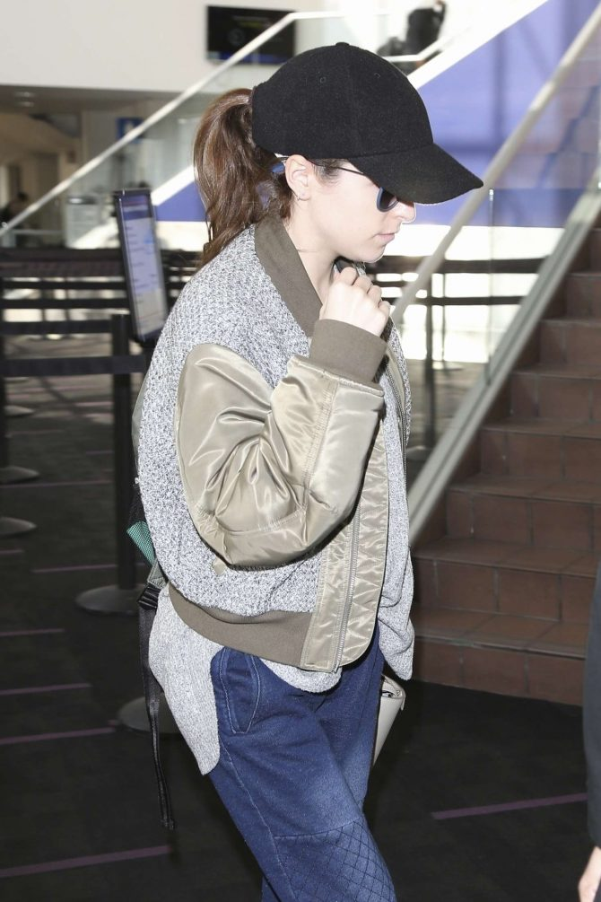 Anna Kendrick - Arrives at LAX Airport in Los Angeles