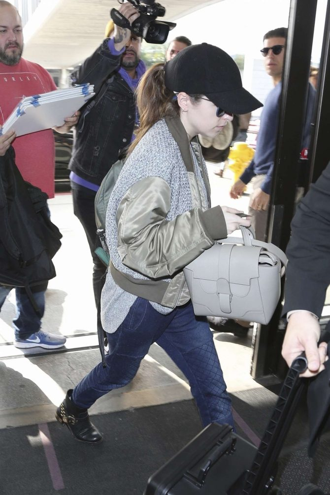 Anna Kendrick 2019 : Anna Kendrick: Arrives at LAX Airport -06