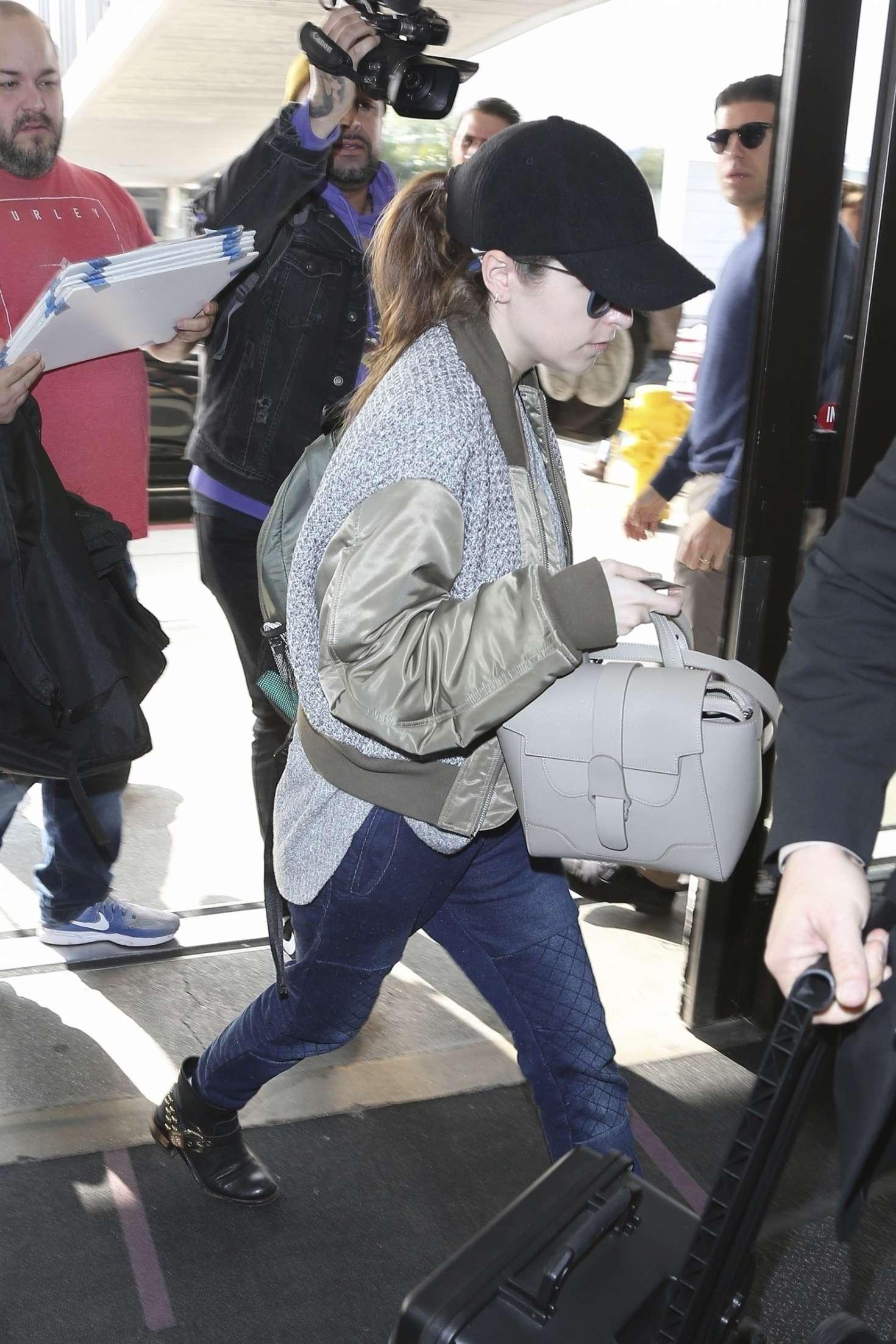 Anna Kendrick 2019 : Anna Kendrick: Arrives at LAX Airport -06