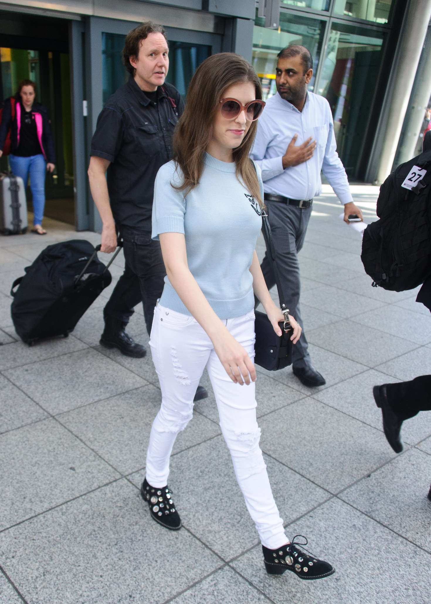 Anna Kendrick 2016 : Anna Kendrick: Arriving at Heathrow Airport -07
