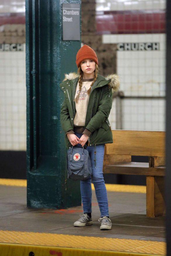 Anna Kendrick - Filming 'Love Life' in Brooklyn, New York