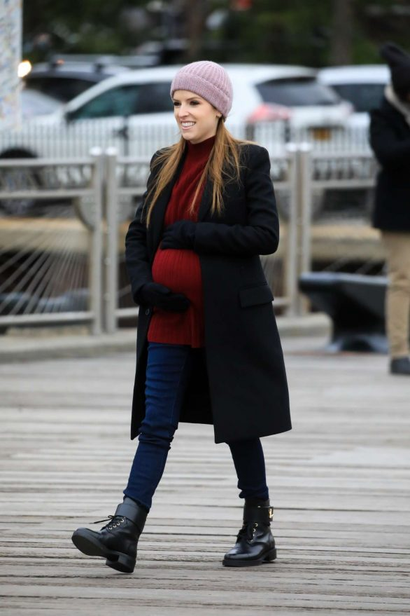 Anna Kendrick - Filming 'Love Life' in New York