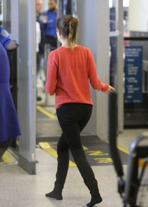 Anna Kendrick in Tight Jeans at LAX Airport