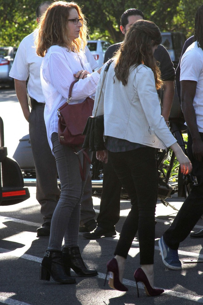 Anna Kendrick on Extra set -10