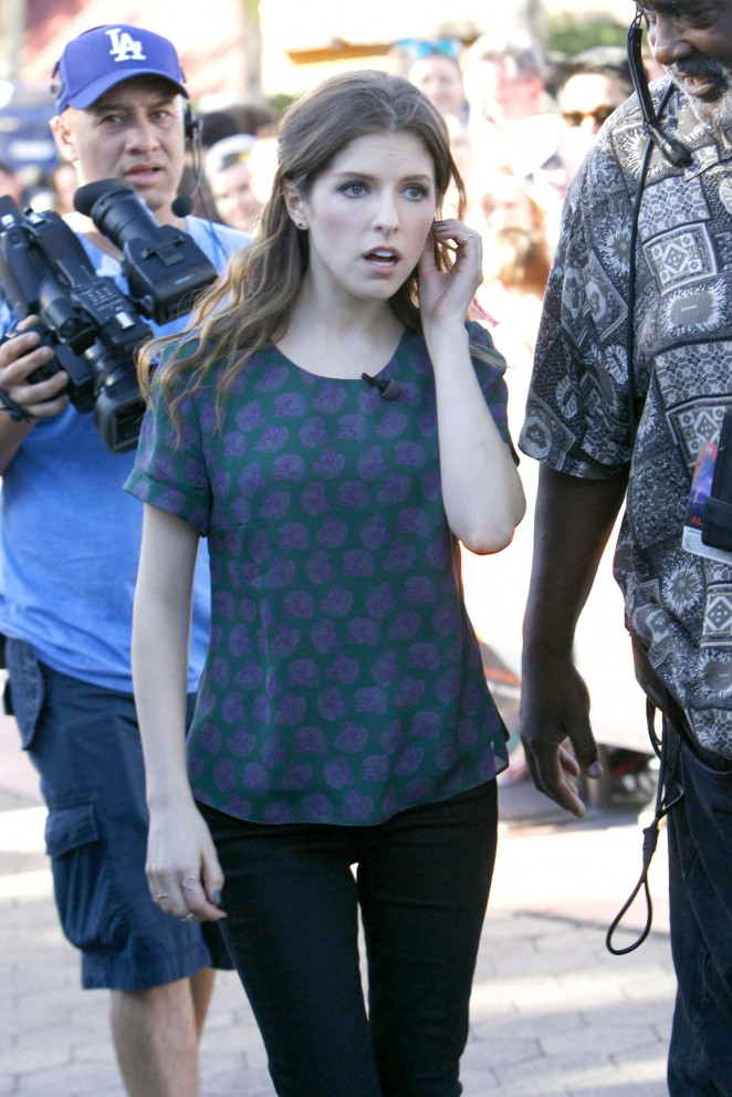 Anna Kendrick on the Set of Extra in Universal City