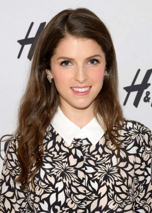 Anna Kendrick visits 'Extra' in New York City