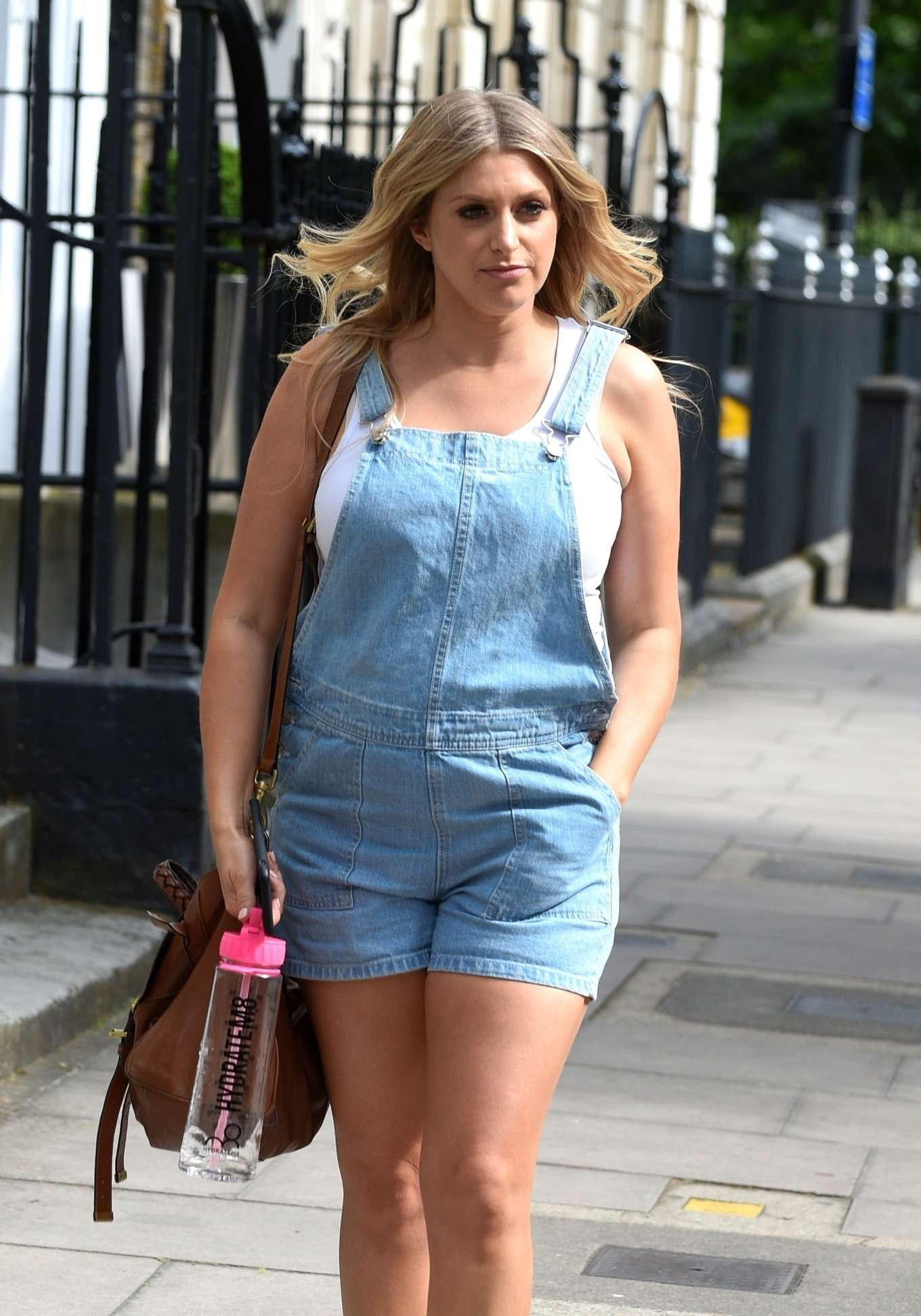 Anna Williamson - Out in London