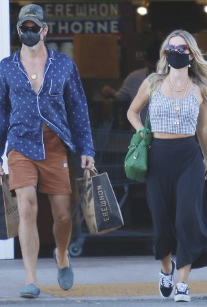 Annabelle Wallis and Chris Pine - Shopping in Los Angeles