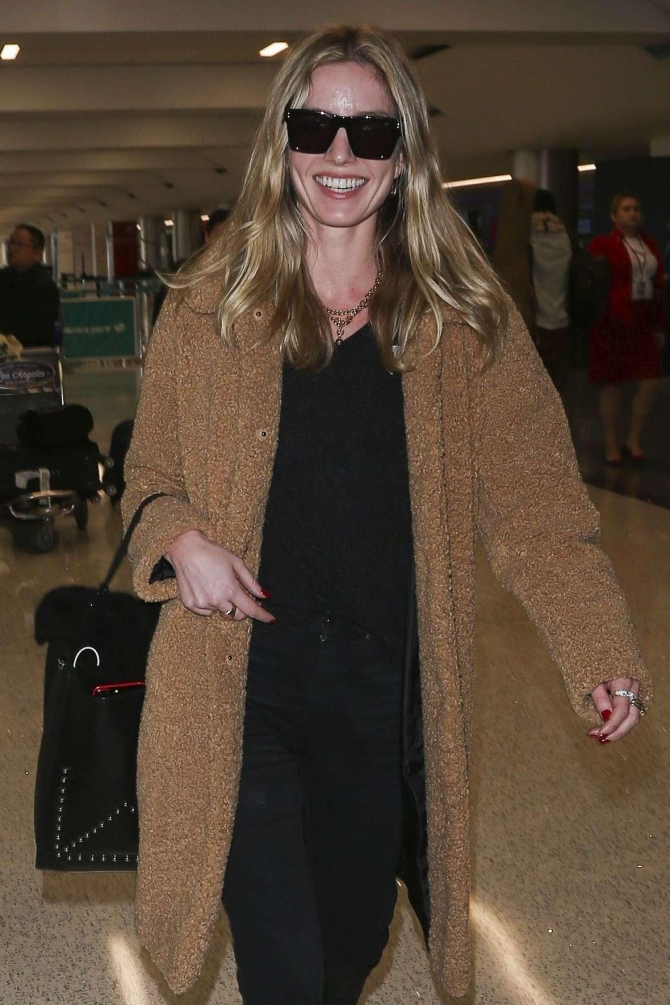 Annabelle Wallis 2018 : Annabelle Wallis at LAX International Airport -01