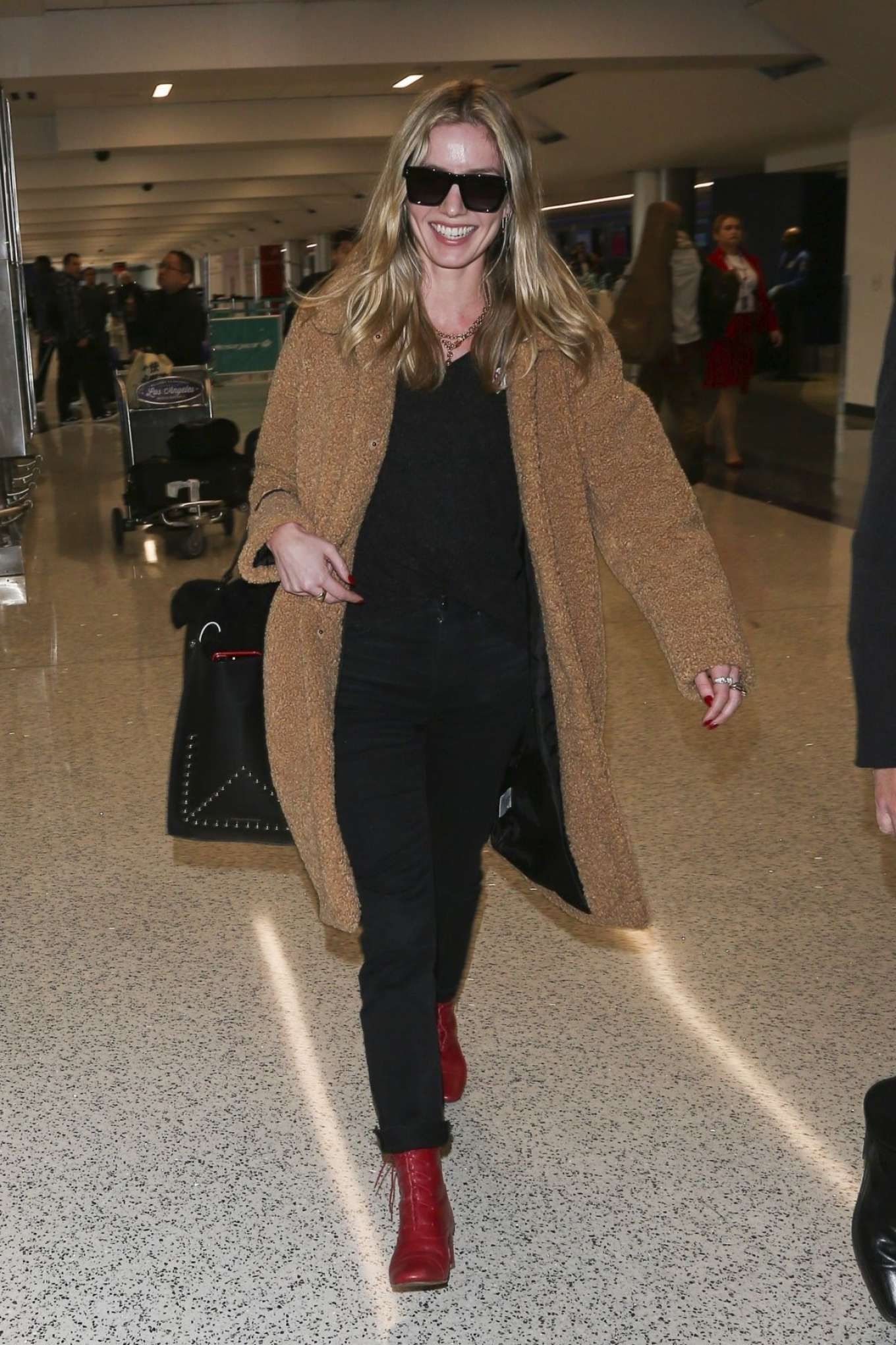 Annabelle Wallis 2018 : Annabelle Wallis at LAX International Airport -06